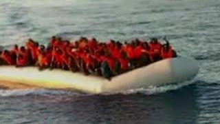 Kaçak göçmenler batmaktan kurtarıldı