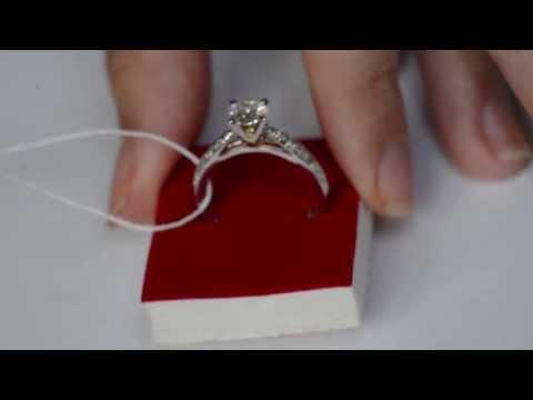 Кольцо с муассанитом и бриллиантами на 1 карат