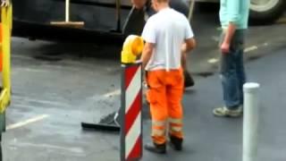 Как делают дороги в Германии и России.Разница Жесть!!!(До 1мин.20 сек. делают мелкоямочный ремонт в Кёльне(Германия), с 1мин 20 сек. и до конца-делают дорогу в Туле...., 2012-07-06T15:36:06.000Z)