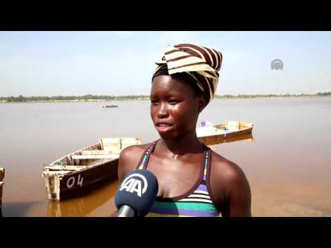 Senegalese women take salt out of Lake Retba in Dakar