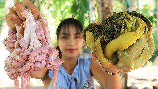 Yummy cooking pig intestine with Pickled Green Mustard recipe - Cooking skill