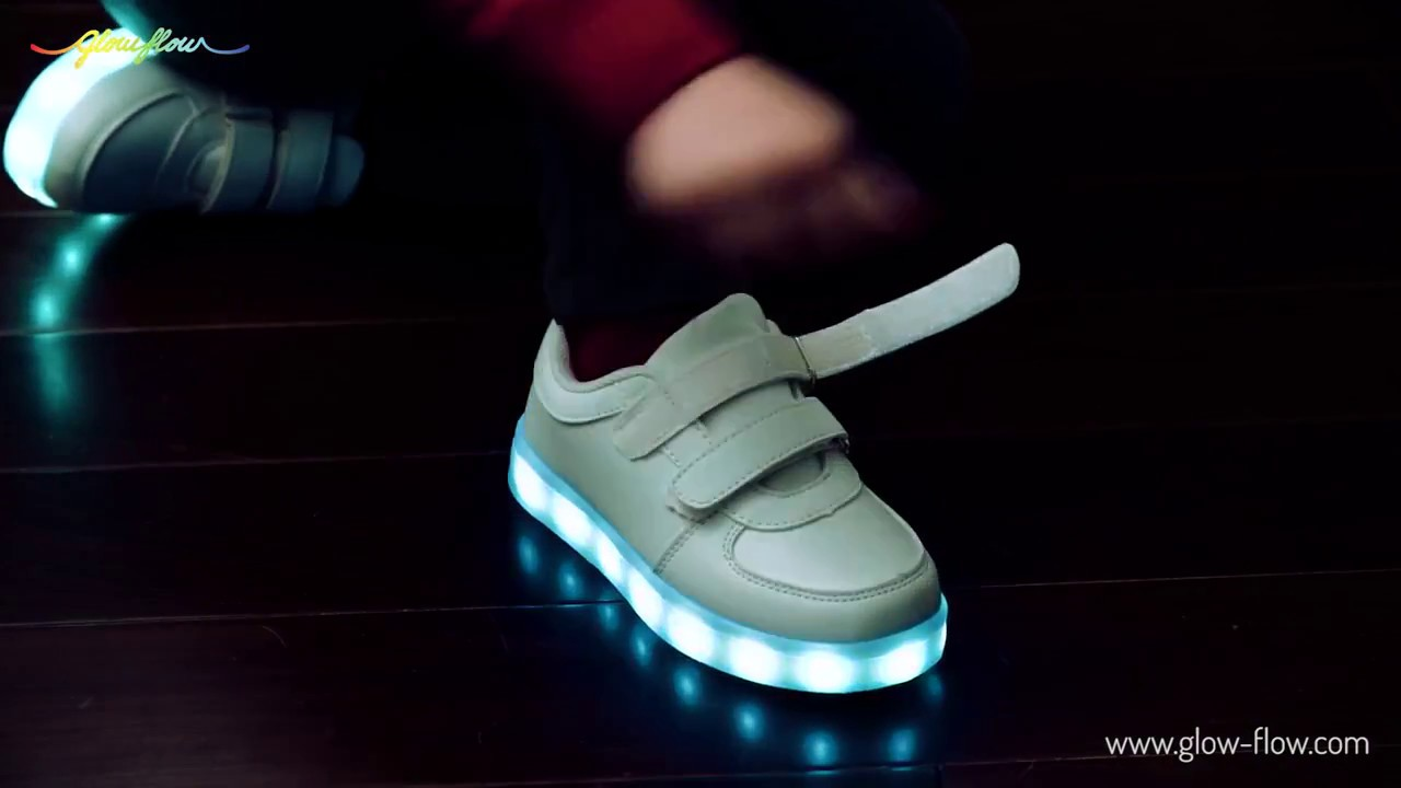 62c95ccbeec Παιδικά παπούτσιa με LED - GlowFlow Trainers LED for Kids - YouTube
