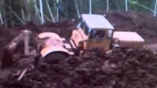 Кировец К-703 пытается вытащить Краз.3gp
