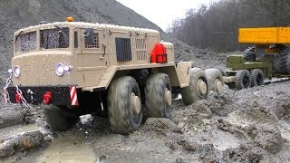 MAZ 537 AND KAT1 IN ACTION, HEAVY RC TRUCKS WORK IN THE RAIN, RC MUDDING