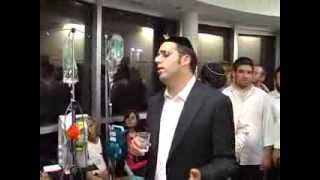 Yaakov Shwekey Visits Hadassah Hospital