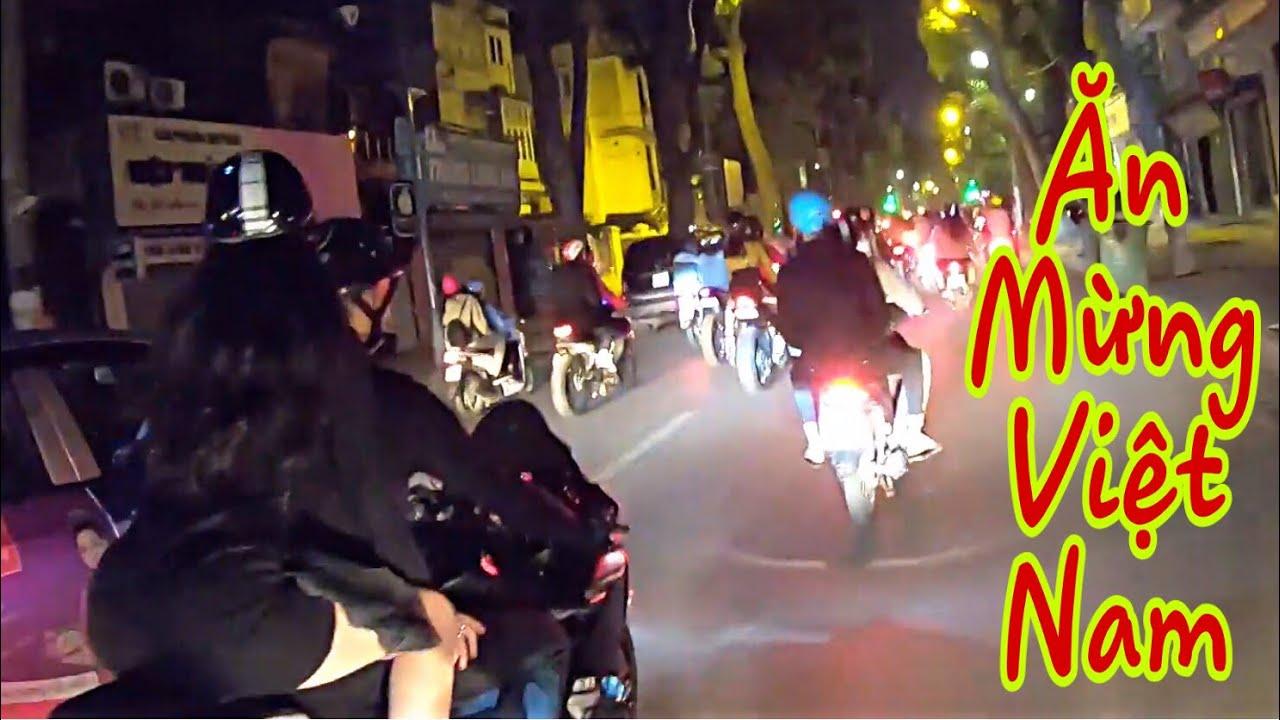Tuấn Cận Cùng Đoàn PKL Xuống Phố Ăn Mừng Đội Tuyển Việt Nam Chiến Thắng | Ăn 3 Chốt