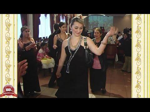Цыгане. Танцуют женщины, мужчины и невеста
