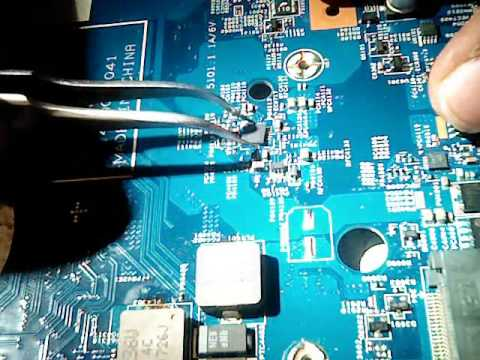 Melepas Dan Mengganti Ic Step Down Motherboard Laptop Youtube