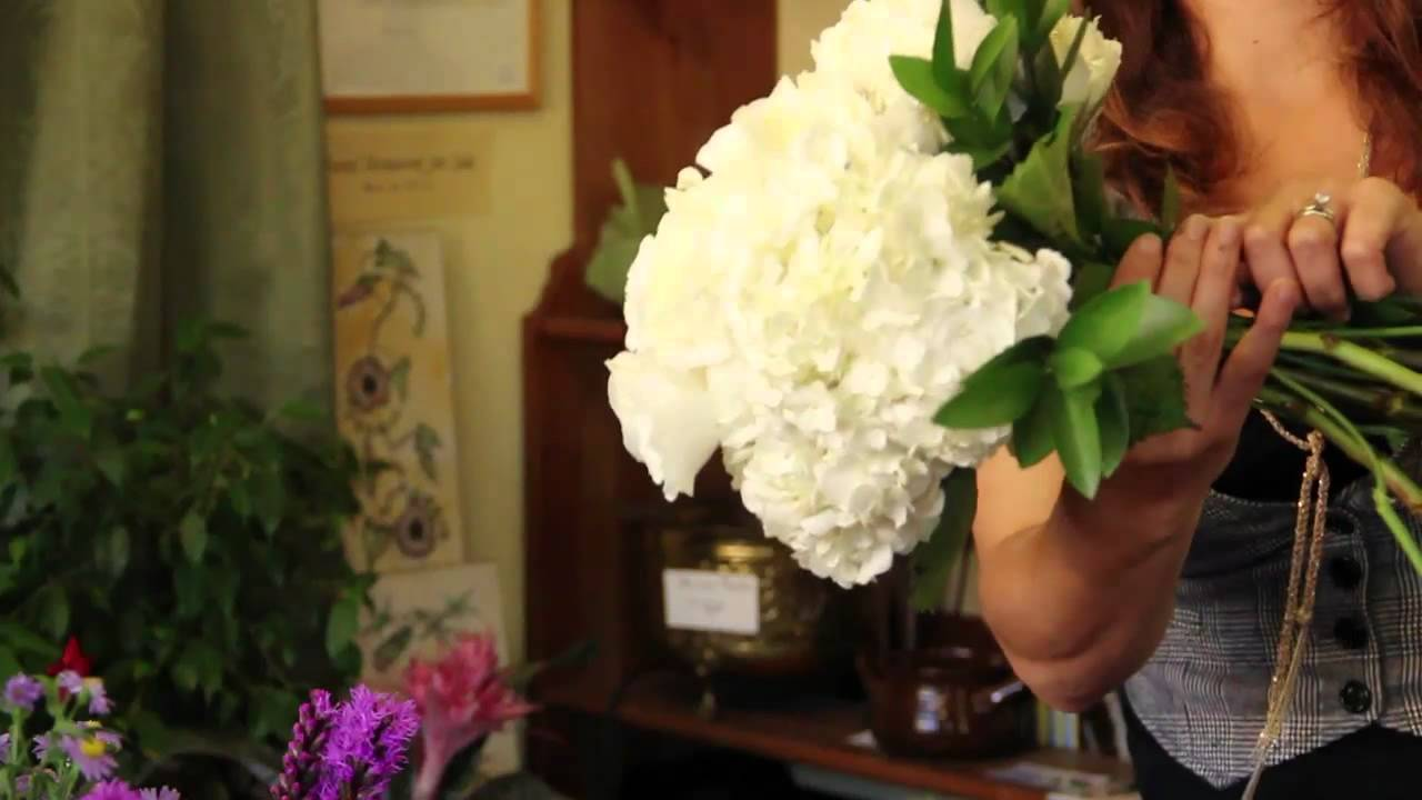 Wedding flower ideas how to make a bridal bouquet with fresh wedding flower ideas how to make a bridal bouquet with fresh flowers youtube izmirmasajfo