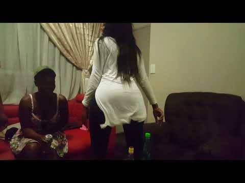 LADY SQUANDA FANS IN SOUTH AFRICA DANCING HER NEW ALBUM REALITY TRACK TARISA WATCH