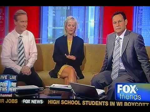 Doocy flirts with Gretchen on FOX and friends