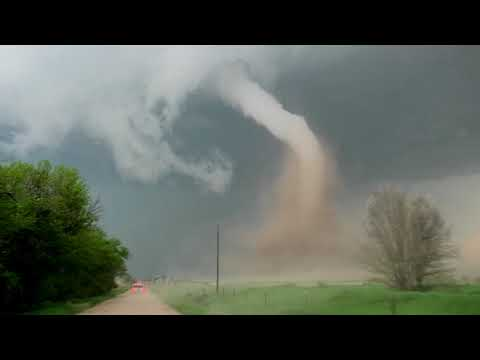 Scott Davidson - Video: Storm Chasing Tour Group Gets Close To Twister