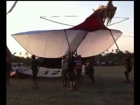 Layang layang Raksasa, panjang ekor 100 Meter