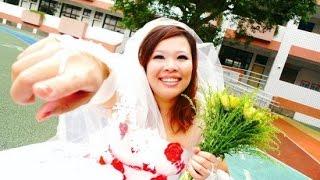 شاهد قصة حقيقية !!!! الفتاة التي تزوجت نفسها !!!! / اقامت احتفال في نفدق فخم / و هي سعيدة جداااا HD