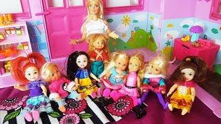 Rodzinka Barbie - pierwszy dzień w przedszkolu! Kłótnia o Bartusia - bajki dla dzieci