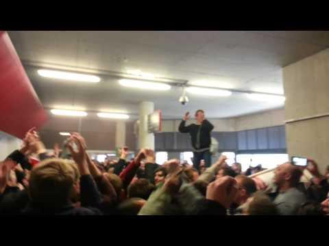 Arsenal v Man United 2013, united fans going mad !