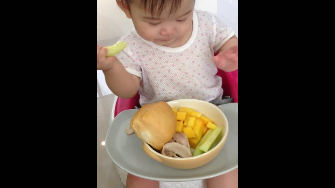 Baby Led Weaning - 9 months old (BLW) - YouTube