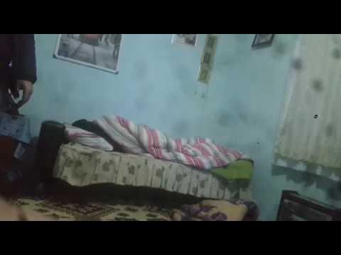 Şavaş ve deprem alarmı sesi gelince uyuyan gencin halleri :))