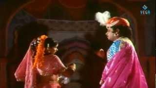 Chitram Bhalare Vichitram Movie Songs - - Maddeladaruvey Song