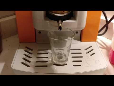 Estrazione Faber Slot dopo circa 1500 caffè erogati. Miscela Borbone Rossa - Slow motion