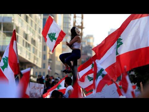 طلاب الجامعات يشاركون في مظاهرات لبنان ويطالبون بإنهاء الطائفية  - نشر قبل 23 ساعة