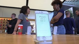 Smaller Crowd Snags iPhone 8