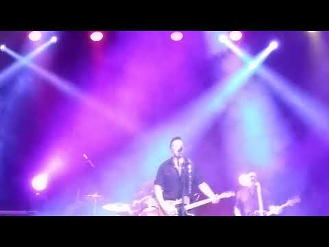 Bruce Springstein Tribute Band Covering - Everybody s Got A Hungry Heart 2 - 24 - 2017
