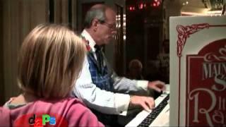 2. Christmas Medley - Ragtime Robert - Coke Corner - Main Street USA - Disneyland
