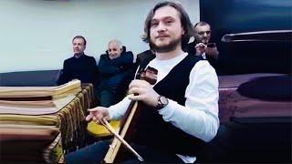 Onur Atmaca Çalıyor ve Söylüyor Güzel Muhabbet ve Türkü Resimi