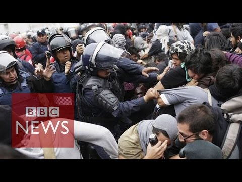 Mexico: Violence flares on streets over missing students
