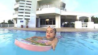 Плавание на доске. Упражнения в воде от юной проныры(Бассейн для детей - невероятно полезная вещь! Кроме того, что это - прекрасная равномерна нагрузка на все..., 2015-12-21T09:19:50.000Z)