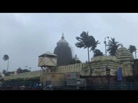 Cyclone Fani slams into India
