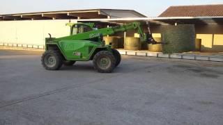 AgriCompact Technologies GmbH: chargement balles rondes sur notre séchoir en charpente métallique Thumbnail