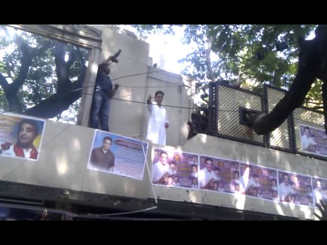 Kamal HaasaR seeing his fans waiting outside