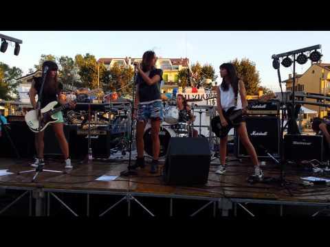 Rockaway Bitches - I don't wanna grow up (Ramones girls tribute band)