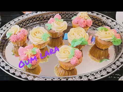 recette-de-cupcake-à-la-vanille-ultra-moelleux-et-inratable-كاب-كاك-بالفاني-روعة-و-يصدقلك-من-اول-مرة