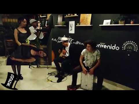 Mirlo Cuarteto (contrabajo, guitarra, cajón y voces)