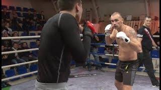 Борец сломал палец в жестокой битве с Уличным Бойцом