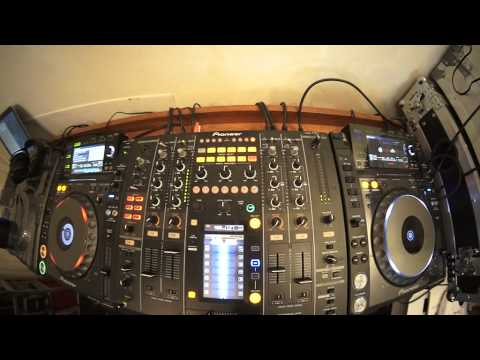 BEGINNER DJ LESSON 4 LOOKING AT THE LOW OR BASS  EQ ON A DJ MIXER