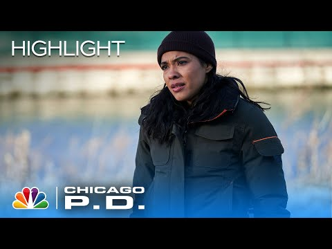 Upton And Rojas Have A Stand-Off With A Suspect - Chicago PD