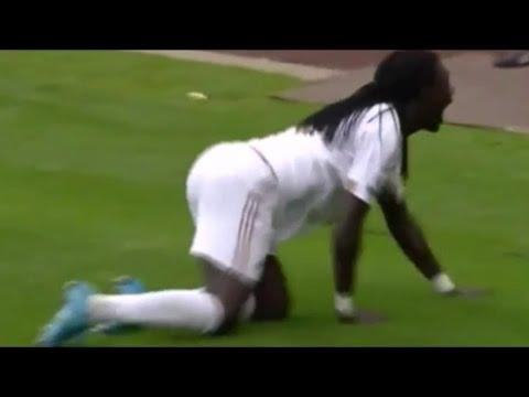 Swansea City beats Manchester United (Bafétimbi Gomis panther walk)