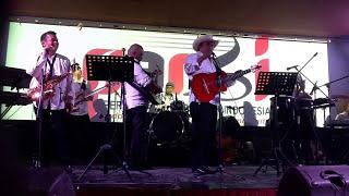 Amigos Band ...aut boi nian... Suka banget lagunya ..malam amal untuk Sinabung 2-22-2014 @Toba dream