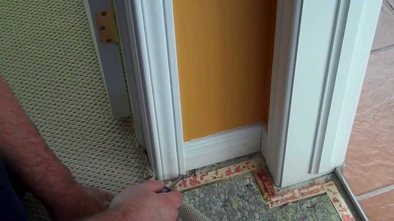 Carpet tack strip installation around a door jamb : door carpet - pezcame.com