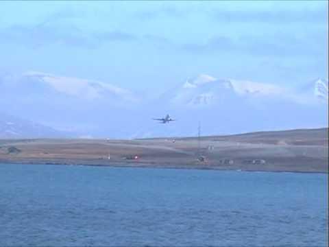 Longyearbyen Airport - Flight SK4425 leaves Svalbard Lufthavn at 14:45 local time on 22 June 2009