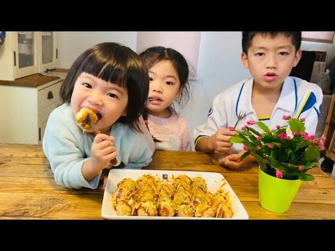 Nhóc con nhà KIEU KADO cùng mẹ làm takoyaki bánh bạch tuộc nướng thật vui.  子供達とたこ焼きを作りました。