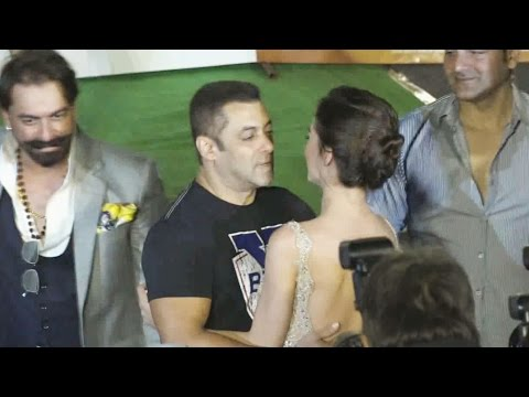 Salman Khan FLIRTS With Amy Jackson At...