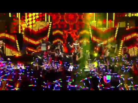 Chino y Nacho cantaron Tú me quemas en Premios Juventud 2014
