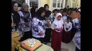 Potong Kue  Hari Guru SDN 004 Belilas