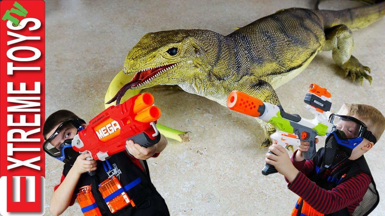 Lizard Toys For Boys : Wild monitor lizard stow away part giant toy