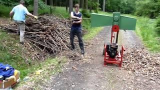 Repeat youtube video Benzínový drtič větví